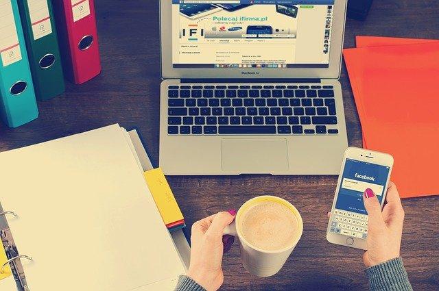 Sociální sítě během práce