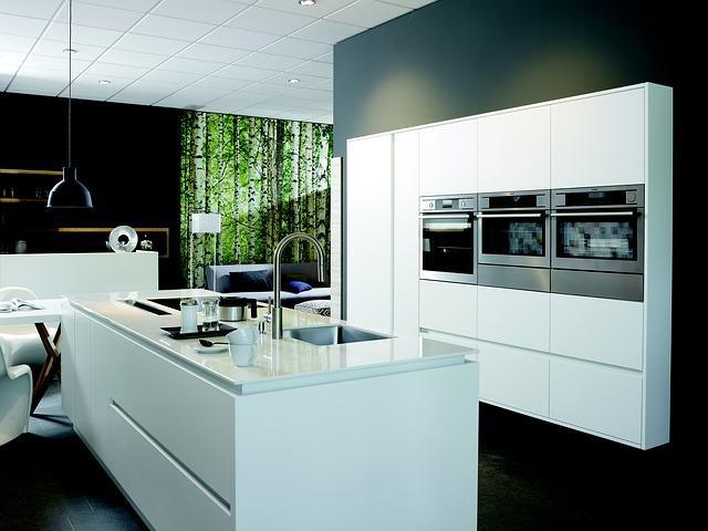modení bílá kuchyně