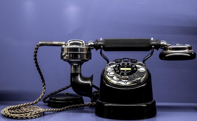 telefon se sluchátkem