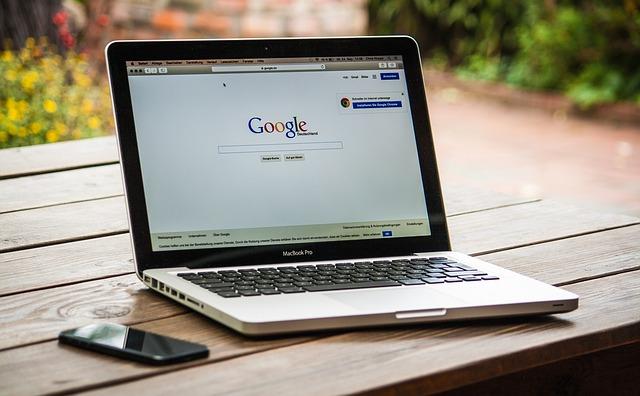 google na monitoru pc