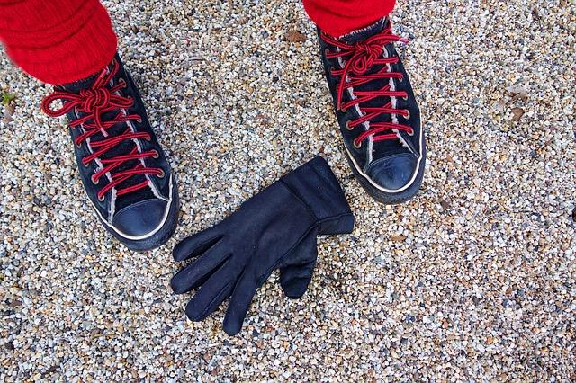 černá rukavice
